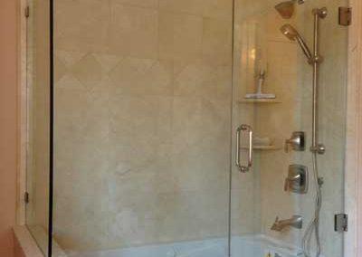 Frameless-Tub-Enclosure